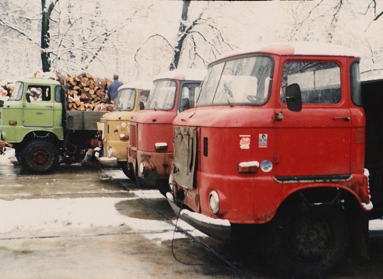 Originalfoto von 1985 in anderer Perspektive des Fuhrparks von Grubitz & Leitloff